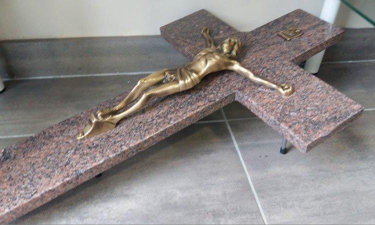 Ornements funéraires à Foix, Saint-Paul-de-Jarrat et Varilhes.